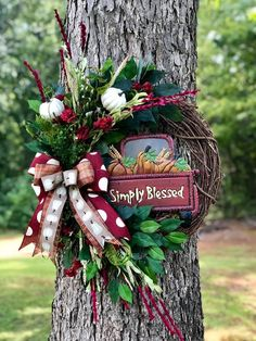 Christmas Door Decorations, Christmas Wreaths, Holiday Decor, Thanksgiving 2020, Grapevine Wreath, Grape Vines, Seasons, Crafty, Decorating