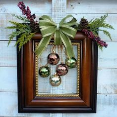 Picture Frame Wreath, Christmas Picture Frames, Picture Frame Crafts, Christmas Pictures, Picture Frame Ornaments, Simple Christmas, Christmas Holidays, Christmas Gifts, Christmas Ornaments