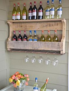 How to make a wine rack from a wood pallet hgtv diy woodworking plans bench diy wood projects Pallet Wine Rack Diy, Rustic Wine Racks, Vin Palette, Pallet Shelves, Pallet Cabinet, Diy Holz, Wooden Pallets, Pallet Wood, Diy Pallet