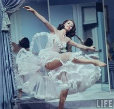 """Cyd Charisse, """"Silk Stockings"""" - at at time when actually showing stocking tops in Hollywood films wasn't allowed, so she wears tights. """"Silk Tights"""" doesn't sound so good. Vintage Glamour, Vintage Lingerie, Vintage Beauty, Vintage Fashion, Hollywood Glamour, Classic Hollywood, Old Hollywood, Poses, Dress Dior"""