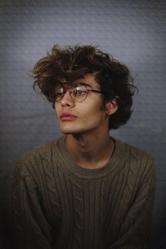 MAR FUCKING TIN OMG THE GLASSES KILL ME THE HAIR EVERYTHING