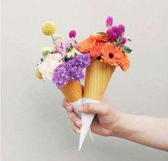 Salimos a buscar los bouquets de novia más raros de todos y nos encontramos con este ejemplar de todos los sabores y colores posibles! Ustedes ya pensaron en el gusto y las flores del ramo perfecto??