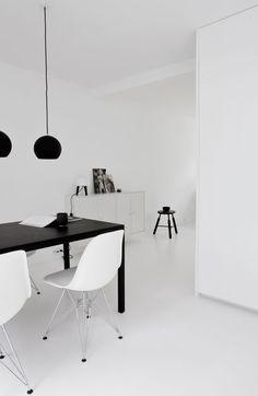 Copenhagen Townhouse II by Norm Architects photo Jonas Bjerre Poulsen Minimalist Home Decor, Minimalist Interior, Decor Scandinavian, Interior Minimalista, White Rooms, White Houses, Office Interiors, Decoration, Interior Design Living Room