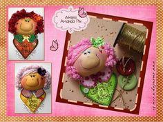 broches + lembrancinhas + bonecas