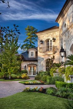 Luxury homes: Jauregui Architects, Interiors & Construction: Portfolio of Luxury Custom Homes