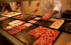 FOOD: The greatest pizzas I had in Paris so far, they are excellent and you pay per kilo, so you can try many of them at once :) @ Pizza di Loretta à Paris, Île-de-France