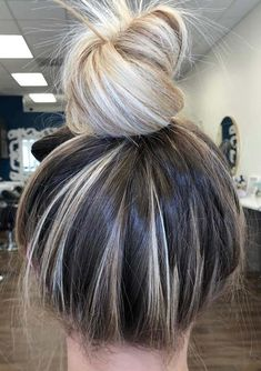 Are you thinking about to get the fresh top knot bun hairstyles for 2018? Here you may find best ideas of beautiful top knot bun haircuts to sport in 2018. These are elegant and best blonde and ombre colored bun hair ideas to wear for various special occasions.