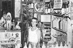 Jaime Gomes era muito popular na região Foto: DivulgaçãoForam anos difíceis para continuar com os negócios, e Jaime procurou, a partir dos anos 1950, produzir batida para vender no armazém. Fez inicialmente nos sabores de coco e calcinha de nylon. Jaime foi casado e teve quatro filhos: todos participavam da produção e venda.O DiaGenesis Torres revela a memória do armazém Cinco Estrelas, no ramo de secos e molhados, em NilópolisRio -