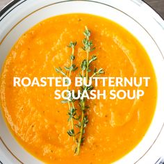 The BEST Roasted Butternut Squash Soup This delicious roasted butternut squash soup sums up the taste of the holidays in one spoon. Rosemary, sage and thyme, need I say more? Healthy Soup Recipes, Cooking Recipes, Easy Recipes, Eat Healthy, Vitamix Soup Recipes, Steak Recipes, Chili Recipes, Seafood Recipes, Vegan Recipes