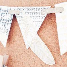 Team Mitglied @ms_trudy stempelt heute eine Wimpelkette mit dir jetzt aufm #papierprojekt Blog.
