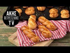 Κλασικά πασχαλινά κουλουράκια από τον Άκη Πετρετζίκη. Φτιάξτε τα πιο νόστιμα και εύκολα κουλούρια του Πάσχα με πορτοκάλι και μπαχαρικά! Hot Dog Buns, Hot Dogs, Greek Recipes, Pretzel Bites, Sausage, Bread, Youtube, Food, Sausages