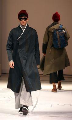 한복 Hanbok : Korean traditional clothes[dress] #modernhanbok Korean Traditional Clothes, Traditional Fashion, Traditional Outfits, Rare Clothing, Culture Clothing, Korean Dress, Korean Outfits, Modern Hanbok, Oriental Fashion