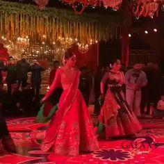Indian Wedding Songs, Asian Wedding Dress Pakistani, Best Wedding Dance, Wedding Dance Video, Dance Floor Wedding, Indian Wedding Photos, Ballet Dance Videos, Girl Dance Video, Dance Choreography Videos