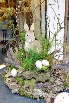 Get your home ready for Spring & Easter with these cute DIY Easter and Spring Decoration ideas. From Rae Dunn to Spring Wreaths to Easter egg decor & Easter Flower Arrangements, Easter Flowers, Oster Dekor, Images Wallpaper, Deco Floral, Basket Decoration, Diy Decoration, Decor Ideas, Diy Easter Decorations