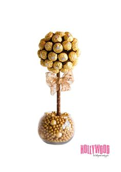 Ferrero Rocher Arrangement by Hollywood Candy Girls Chocolate Wedding Favors, Candy Wedding Favors, Chocolate Bouquet, Candy Favors, Chocolates Ferrero Rocher, Ferrero Rocher Bouquet, Hollywood Candy, Candy Topiary, Bonbon