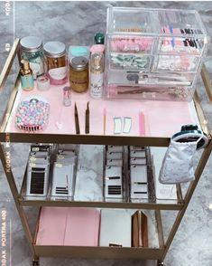 Home Beauty Salon, Home Nail Salon, Nail Salon Design, Nail Salon Decor, Beauty Salon Decor, Salon Interior Design, Beauty Studio, Spa Room Decor, Beauty Room Decor