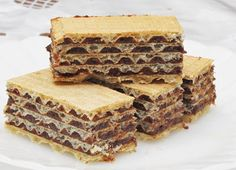 Érdekel a receptje? Kit Kat Bars, Desserts With Biscuits, Speed Foods, Wafer Cookies, Hungarian Recipes, Hungarian Food, Salty Snacks, Homemade Cakes, No Bake Cake