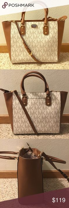 bffded27593f Michael Kors Handbag Michael Kors coated canvas and saffiano leather handbag!  2 handles and 1