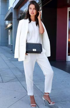 Even during the wintertime, all white outfits are stylish. Paired with the right accessories, you can easily wear all white and look chic. White Heels Outfit, White Outfit Casual, All White Party Outfits, Party Outfits For Women, Street Style Trends, Boho Outfits, Trendy Outfits, Outfits 2016, Fashionable Outfits