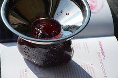 Dit recept heb in het boek: De lekkerste zelfgemaakte jam gevonden. De auteur gebruik kristalsuiker echter geleisuiker werkt in dit recept veel beter. De trechter van Kilner is een echte aanwinst en past op de kleinste weckpotjes tot de grootste jampotten.