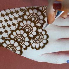 back hand mehndi design Henna Hand Designs, Simple Mehndi Designs Fingers, Mehndi Designs For Kids, Mehndi Designs Book, Simple Arabic Mehndi Designs, Mehndi Designs 2018, Mehndi Designs For Beginners, Mehndi Design Photos, Beautiful Mehndi Design