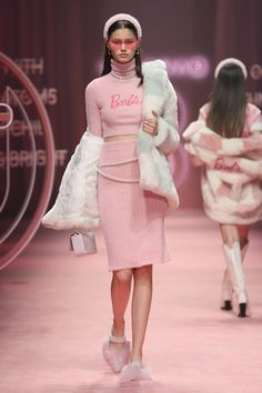 Edgy School Outfits, Classy Outfits, High Fashion, Womens Fashion, Aesthetic Fashion, Couture Fashion, Pretty In Pink, Catwalk, Lace Skirt