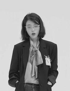 I want her hair Iu Short Hair, Iu Gif, Asian Girl, Korean Girl, Shot Hair Styles, Aesthetic People, Iu Fashion, Illustration Girl, Dream Hair