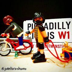 Deporte nocturno por Piccadilly!!! Sports night by Piccadilly!!! #playmobil #playmo #playmobilgram#playmobilfans#playmobilovers#instacliks#instaplaymobil#famobil#famobiligers#famobilgram#famobilfans#famobillovers#sport #playmobilsports #antesmuertaquesencilla #siyotecontara #peroestoquees #perro #chihuahua #chihuahueño #paseo#bike #inlineskates #skates#quefueeertaaaa #quemeestascontando
