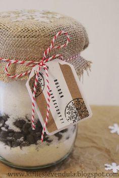 Gasztroajándék - mézeskalácsos brownie üvegben | Kifli és levendula | Bloglovin' Christmas Cake Pops, Christmas Gifts, Xmas, Christmas Ornaments, Cookie Jars, Winter Time, Diy Food, Pound Cake, Food And Drink