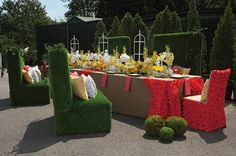 Reds, yellows, white and GRASS for an outdoor affair