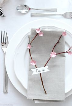 DIY Cherry blossom table decoration for the spring table Chris Botti, Scandinavian Style, Pink Tour, Diy Earrings Easy, Chic Halloween, Pink Pumpkins, Christmas Table Settings, Cute Clay, Diy Centerpieces