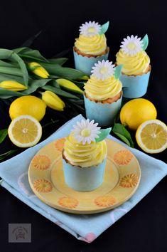 Cupcakes cu crema de unt si lamaie - CAIETUL CU RETETE Cupcakes, Unt, Macarons, Panna Cotta, Muffins, Ethnic Recipes, Food, Cream, Cupcake Cakes