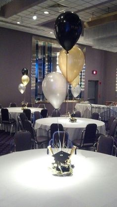 Balloon centerpiece for a Graduation party