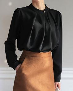 Best Picture For blouse vintage inspiration For Your Taste You are looking for something, and it is Muslim Fashion, Modest Fashion, Hijab Fashion, Korean Fashion, Fashion Dresses, Fashion Tips, Fashion Websites, Fashion Ideas, Moda Chic