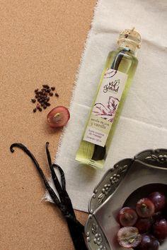 Aceite de masaje nutre la piel en profundidad proporcionando elasticidad y firmeza. Luce unas piernas hermosas . Hecho a mano.