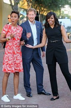 Prince Harry, First Lady Michelle Obama and presenter Robin Roberts ahead of the Opening Ceremony of the Invictus Games Orlando 2016 at ESPN Wide World of Sports on May 2016 in Orlando, Florida. Michelle Et Barack Obama, Barack Obama Family, Michelle Obama Fashion, Meghan Markle, Robin Roberts, First Black President, Prinz Harry, Elisabeth Ii, Black Presidents