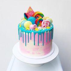 How to make a drip cake + 50 AMAZING drip cake ideas to inspire you! - how to make a drip cake with candy - Birthday Drip Cake, Candy Birthday Cakes, Novelty Birthday Cakes, Candy Cakes, Birthday Cake Girls, Sweet Birthday Cake, 8th Birthday, Birthday Ideas, Lollipop Cake