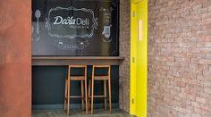 Projeto com aplicação de fitas de borda no mobiliário - Boulangerie, da arquiteta Idália Daudt na Casa Cor SP