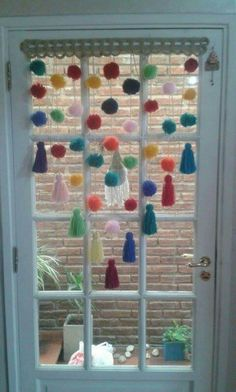 Cortinas de borlas y pompones creación propia. Pom Pom Crafts, Yarn Crafts, Home Crafts, Diy And Crafts, Arts And Crafts, Craft Projects, Projects To Try, Diy Y Manualidades, Weaving