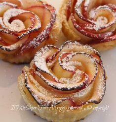 Rose di mele con pasta sfoglia il mio saper fare Rose Pasta, Kenwood Cooking, Italian Cookies, Cakes And More, Afternoon Tea, Finger Foods, Food Inspiration, Italian Recipes, Love Food