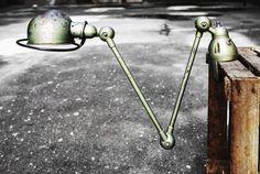 Ikona industrialnego designu, francuska lampa Jielde z lat 50. Zaprojektowana przez Jean-Louisa Domecq w fabryce…