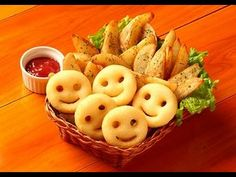5 pieces of smiley fries and a small serving of oven baked french fries. 5 pieces of smiley fries and a small serving of oven baked french fries. Deep Fried Potatoes, Fried Potatoes Recipe, Potato Wedges Recipe, Fries Recipe, Oven Baked French Fries, My Favorite Food, Favorite Recipes, My Recipes, Cooking Recipes
