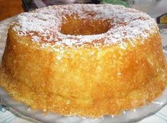 Coconut cake with 4 ingredients Pound Cake Recipes, My Recipes, Sweet Recipes, Dessert Recipes, Cooking Recipes, Favorite Recipes, Portuguese Desserts, Portuguese Recipes, Portuguese Food