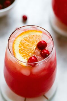 holiday cocktails Cranberry-Gin Cocktail - Choose your own adventure with this delicious and easy cranberry-gin Holiday cocktail. Winter Cocktails, Refreshing Cocktails, Easy Cocktails, Holiday Cocktails, Yummy Drinks, Craft Cocktails, Cranberry Cocktail, Cranberry Vodka, Gin Drink Recipes