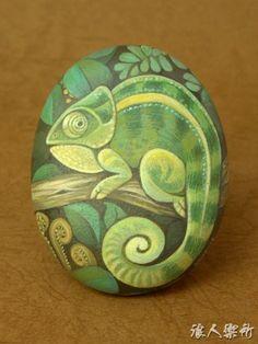 caméléon -galet peint