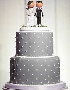 Super cute gray wedding cake with polka dots #weddingcake #wedding #cuteidea http://destinos-blog.com