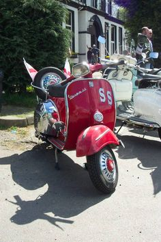 Vespa Images, Vespa Super, Lambretta Scooter, Motorcycle Manufacturers, Old Tires, Motor Scooters, Car Wheels, My Ride, Italian Style