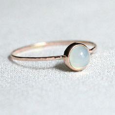 SOLIDE 14k or Rose délicat Aqua calcédoine empiler les délicats bijoux anneau - pile Dainty or massif Simple et minuscule avec bande martelé-