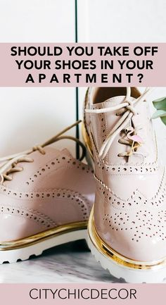 Live in a small apartment? Struggle with whether or not you should ask your guests to take their shoes off when entering your home? You'll be surprised by the answer! #smalllivingroomideas #smallapartmentdecorating #smallapartmentideas #cleaninghacks Renters Solutions, Fall Fashion Trends, Fashion Bloggers, Small Living Rooms, Living Area, Petite Fashion, Curvy Fashion, Style Fashion, Take Off Your Shoes