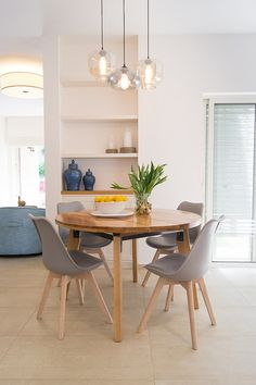 dining table Home Room Design, Dining Room Design, Dining Table In Kitchen, Round Dining Table, Home Decor Furniture, Dining Room Furniture, Indian Bedroom Decor, Small Apartment Decorating, Piece A Vivre